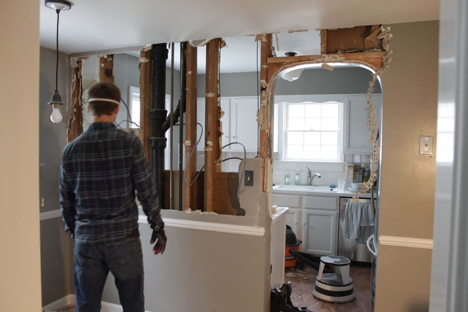 Home remodeling contractors-Fort Myers Home Remodeling Team-We do kitchen & bath remodeling, home renovations, custom lighting, custom cabinet installation, cabinet refacing and refinishing, outdoor kitchens, commercial kitchen, countertops and more