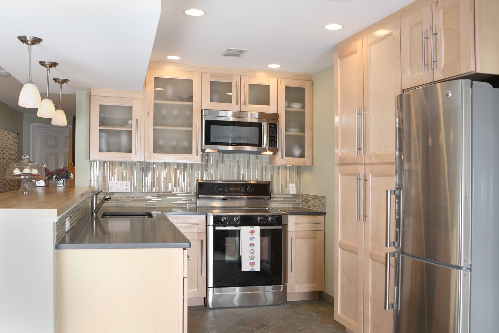 Lee County-Fort Myers Home Remodeling Team-We do kitchen & bath remodeling, home renovations, custom lighting, custom cabinet installation, cabinet refacing and refinishing, outdoor kitchens, commercial kitchen, countertops and more